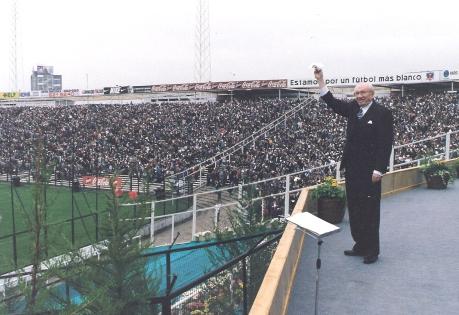 Hinckley waves hanky at Santiago's Estadio Nacional